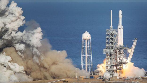 SpaceX consiguió lanzar el cohete más grande desde el Saturno V. GETTY IMAGES