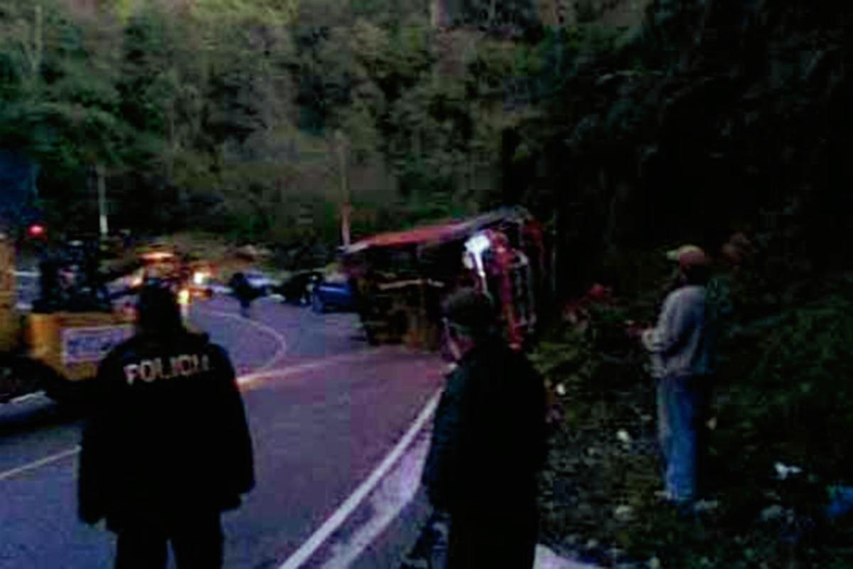 Accidente de autobús deja 22 personas heridas