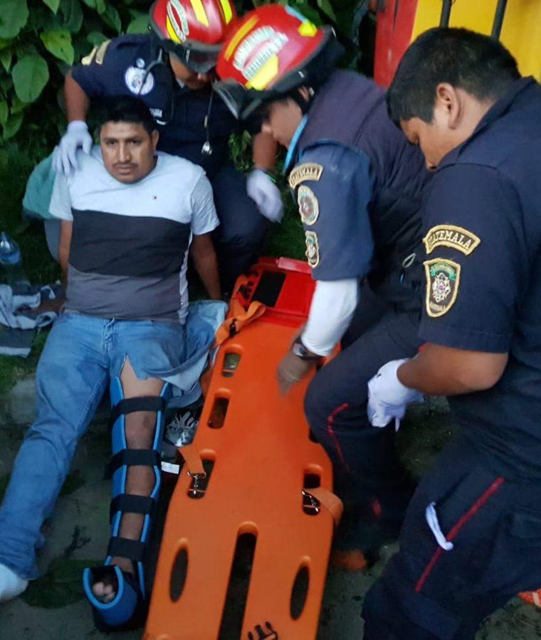 La mayoría de los heridos en el accidente del bus, en Santa María Cauque, Santiago Sacatepéquez tienen golpes y fracturas. (Foto Prensa Libre: CBMD)