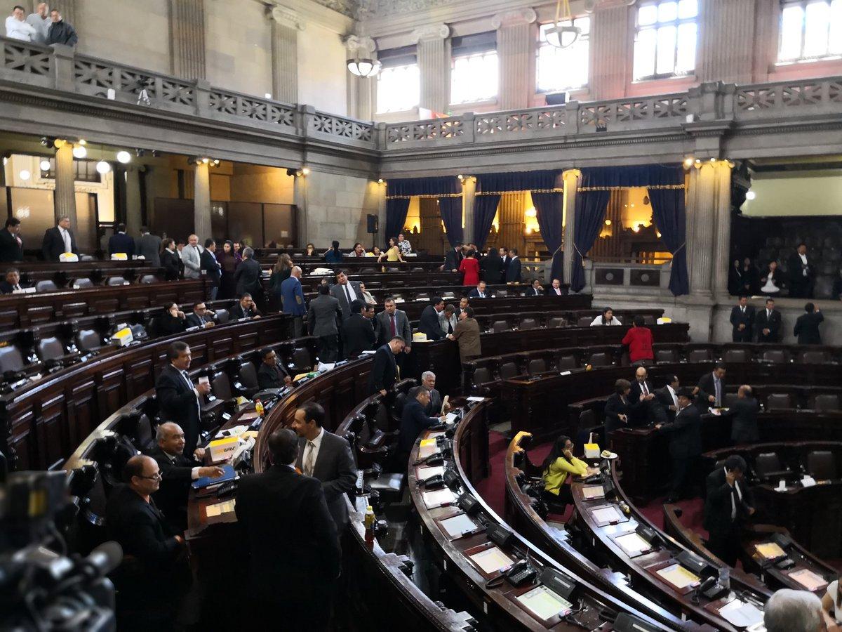 Pese a que el tablero en ocasiones sobrepasó los 110 diputados presentes en el hemiciclo no se logró la aprobación en tercer debate del proyecto de presupuesto 2019. (Foto Prensa Libre: Carlos Álvarez)