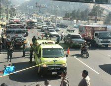 El bus fue tomado por asalto en el kilómetro 14 de la ruta al Pacífico. (Foto Prensa Libre: Estuardo Paredes)