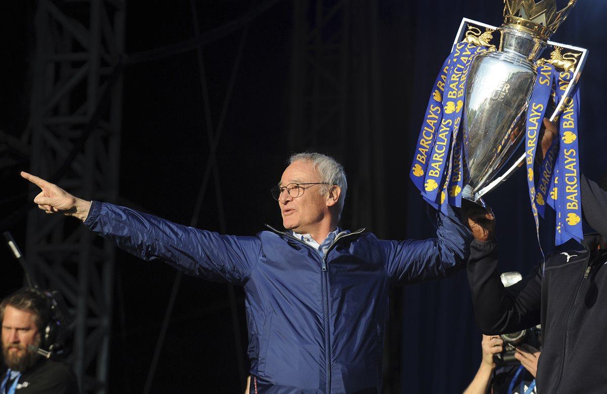 Claudio Ranieri hizo historia al llevar al Leicester a conquistar su primer título. (Foto Prensa Libre: Hemeroteca PL)