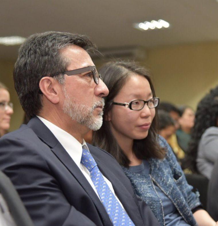 El embajador Luis Arreaga en la sala de audiencias. (Foto Prensa Libre: Paulo Raquec).