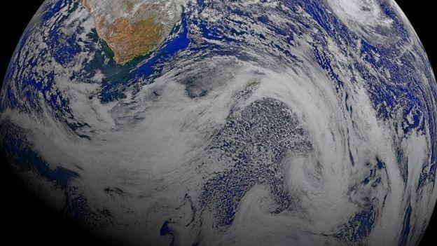 """""""En el hemisferio sur hay más cantidad de agua que en el hemisferio norte y eso hace que la temperatura no aumente tanto"""", explicó Rodríguez Eugenio. (NASA)."""