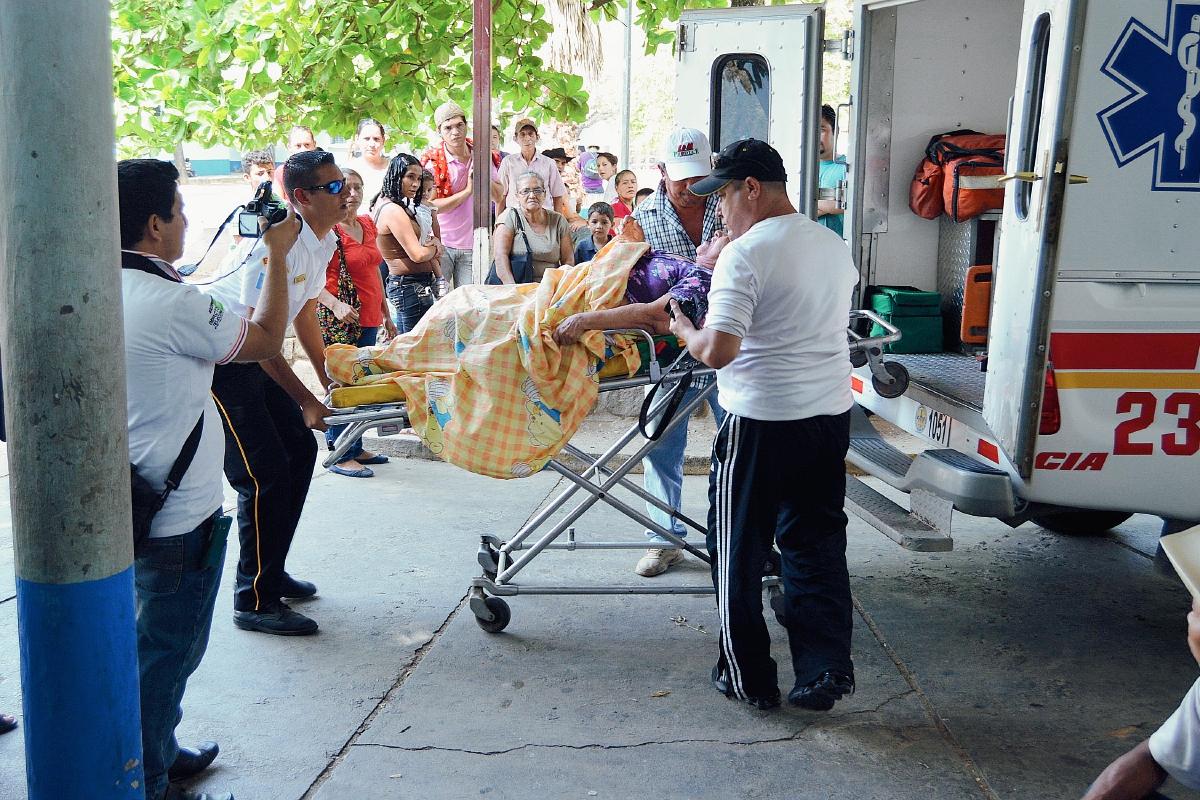 Abejas atacan a compradores y comerciantes en mercado municipal