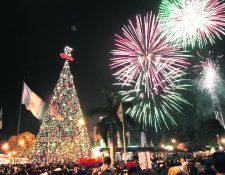 El show del Árbol Gallo dura dos horas y antes del encendido oficial, que será a las 19 horas, habrá un espectáculo musical, en la Plaza El Obelisco. (Foto Prensa Libre: Hemeroteca PL)