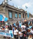 Las manifestaciones contra las reformas al Código Penal se han concentrado frente al Congreso desde el miércoles último en la tarde. (Foto Prensa Libre: Érick Ávila)