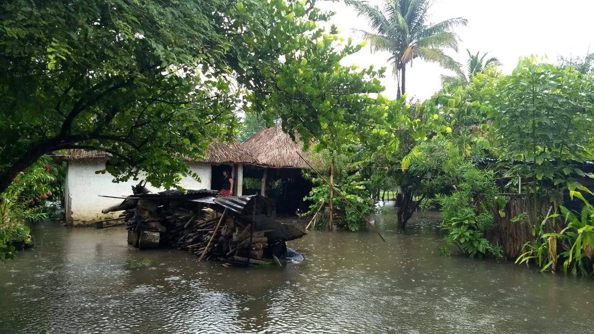 Una comunidad de Iztapa, Escuintla, inundada por las recientes lluvias. (Foto Prensa Libre: Hemeroteca PL)