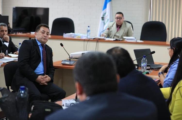 El coronel Ariel Salvador de León (izquierda), durante una audiencia. (Foto: Hemeroteca PL)