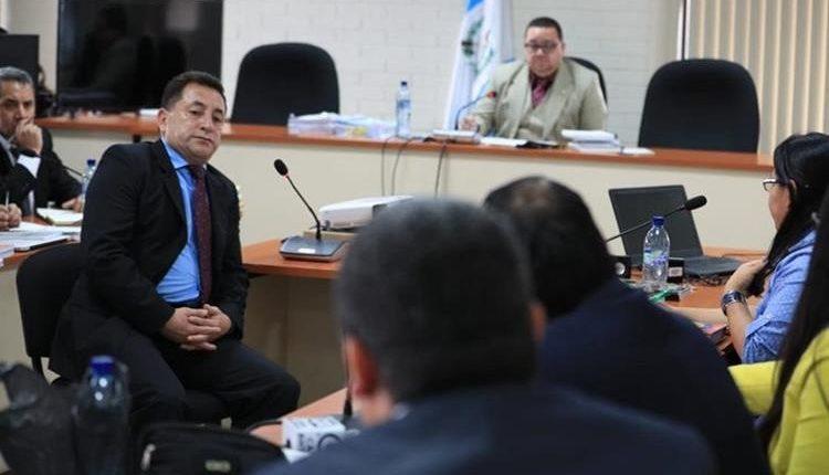 El coronel Ariel Salvador de León (izquierda), durante audiencia. (Foto: Hemeroteca PL)
