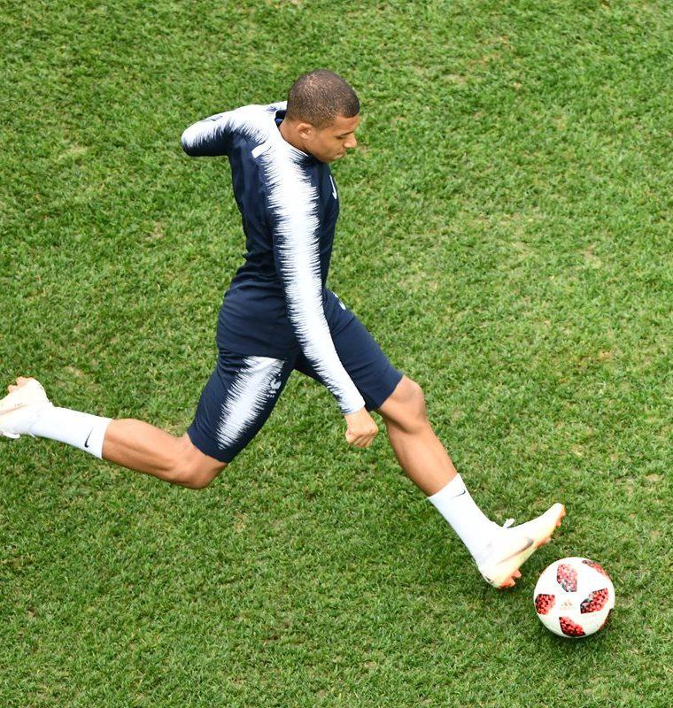 Kylian Mbappé ha irrumpido en su primera Copa del Mundo como uno de los jugadores más prometedores del futbol mundial. (Foto Prensa Libre: AFP)
