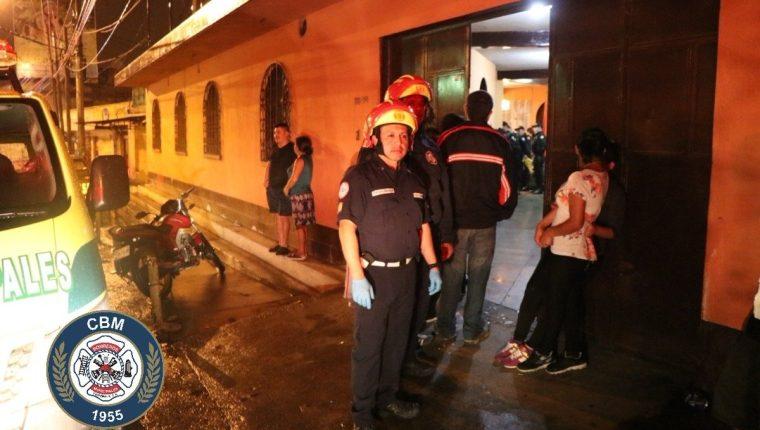 Una pareja fue hallada muerta en la zona 6 de Mixco, los Bomberos Municipales indicaron que presentan heridas de arma blanca. (Foto Prensa Libre: CBM)