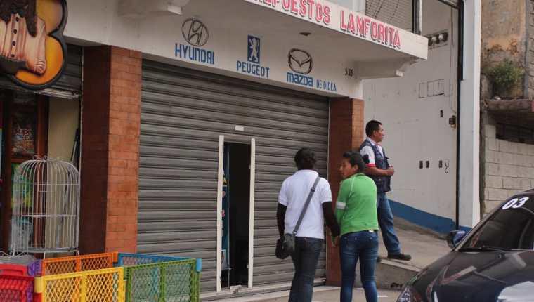 (Almacén donde se registró un saqueo, en San Pedro Sacatepéquez, San Marcos, permanece cerrado para que agentes policiales recaben evidencias. Foto Prensa Libre: Aroldo Marroquín)
