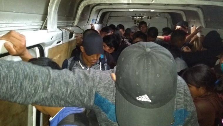 Autoridades se percataron de los migrantes cuando empezaron a gritar que les faltaba agua y aire. (Foto: SSP Tabasco)