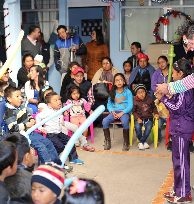 Instituciones externas al HRO  para esta época realizan distintas actividades para apoyar a los pacientes y sus familiares. (Foto Prensa Libre: Cortesía)