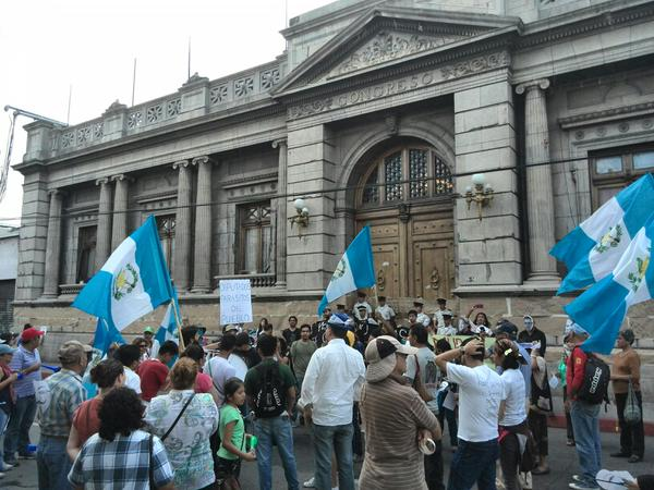 Protestan por reformas electorales y renuncia del presidente