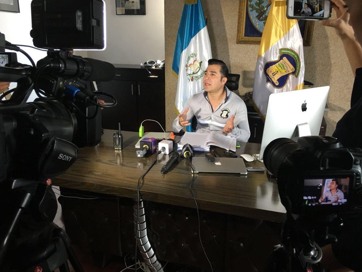 Comuna de Mixco debe libros que mandó a imprimir Otto Pérez Leal