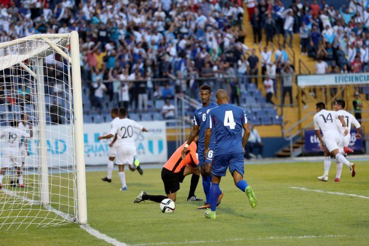 Guatemala vivió una gran fiesta en el estadio Doroteo Guamuch Flores. (Foto Prensa Libre: Edwin Fajardo).