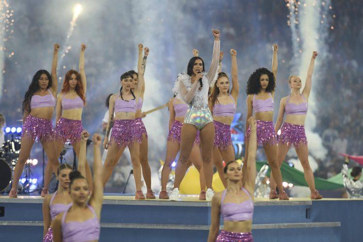 La cantante Dua Lipa se robó el show antes del partido entre el Real Madrid y el Liverpool.