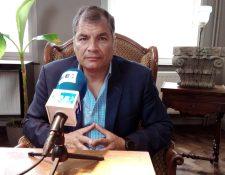 El exmandatario Rafael Correa ha tildado de farsa la acusación en su contra. (Foto Prensa Libre: EFE)