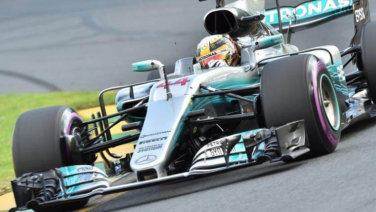 Hamilton fue el más rápido en la lucha por la pole y apunta al título en Australia. (Foto Prensa Libre: AFP)