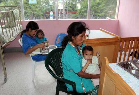 Lusvin Ramírez, de 6 años, residente en Palo Verde, Jalapa, llegó hace ocho días al Centro de Recuperación Nutricional porque padece de desnutrición aguda severa.