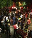 Socorristas movilizaron varias unidades por la alerta de la caída de aeronave. (Foto Prensa Libre: Carlos Hernández)