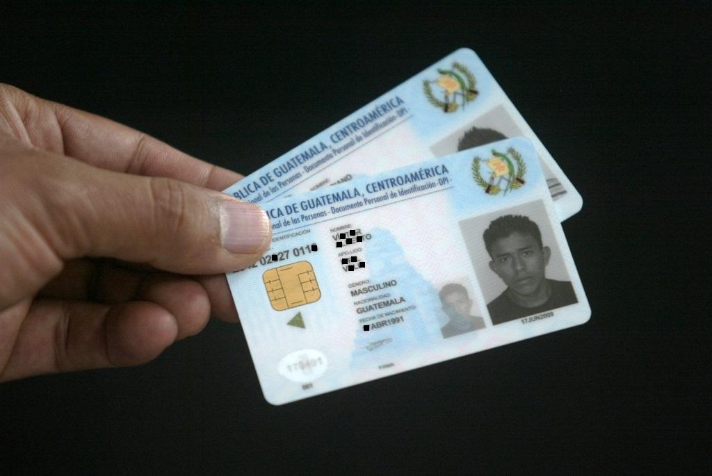 Renap suspende compra de tarjetas para DPI por recomendación de la Contraloría
