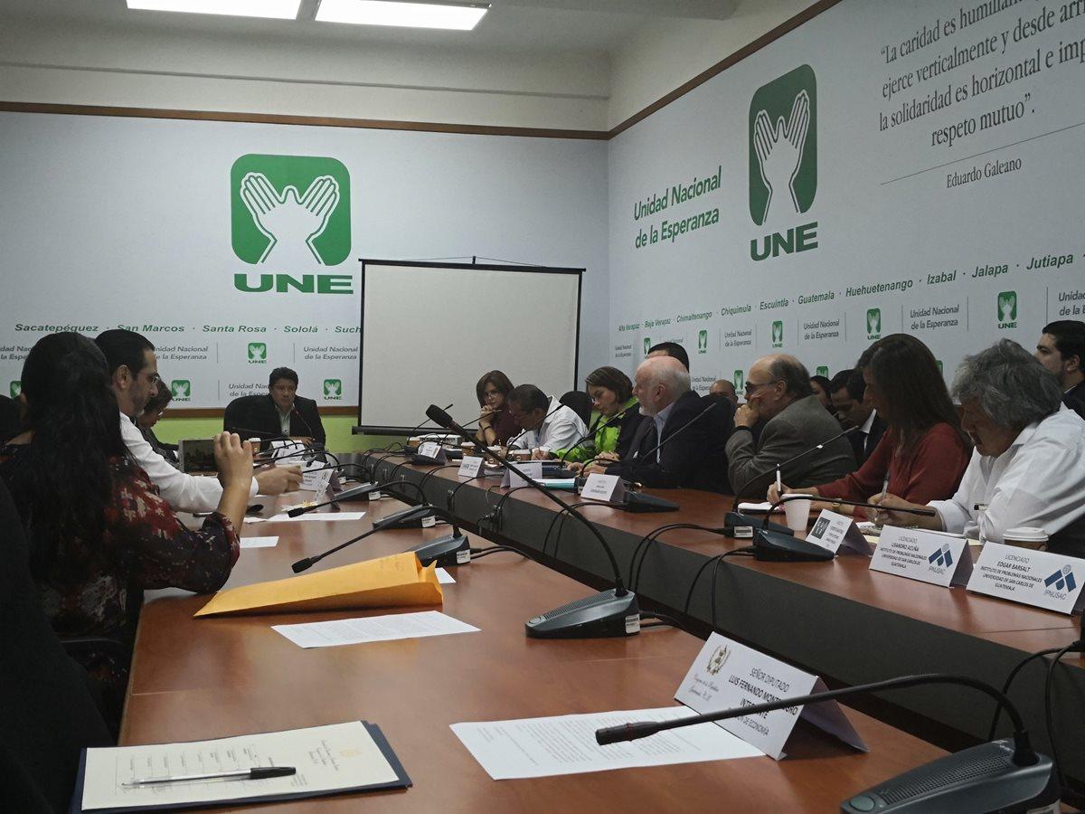 En la Comisión de Economía del Congreso se discutió la posibilidad de implementar un metro subterráneo en la zona metropolitana. (Foto Prensa Libre: Carlos Álvarez)