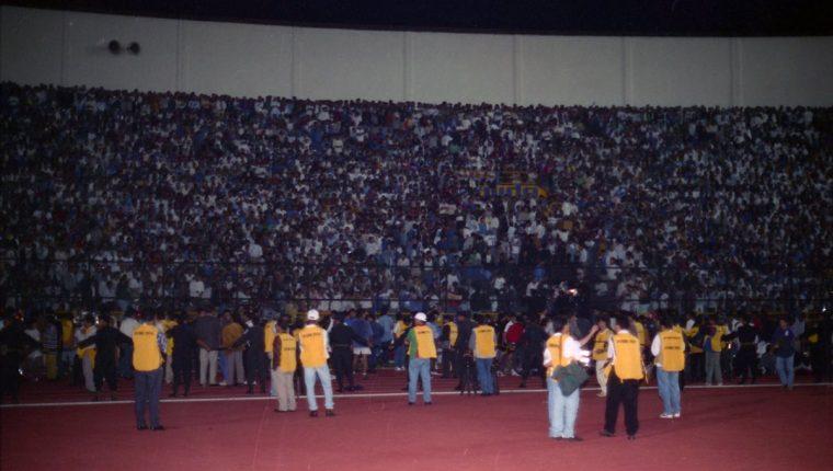 Hoy se cumplen 20 años de aquella tragedia que golpeó al futbol nacional. (Foto Prensa Libre: Hemeroteca PL)