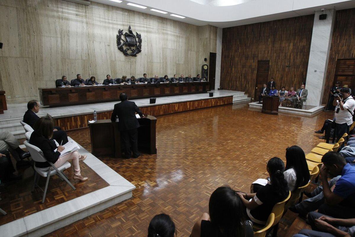 La CSJ escucha a las partes a favor y en contra del proyecto minero La Puya, en San José del Golfo. (Foto Prensa Libre: Paulo Raquec)