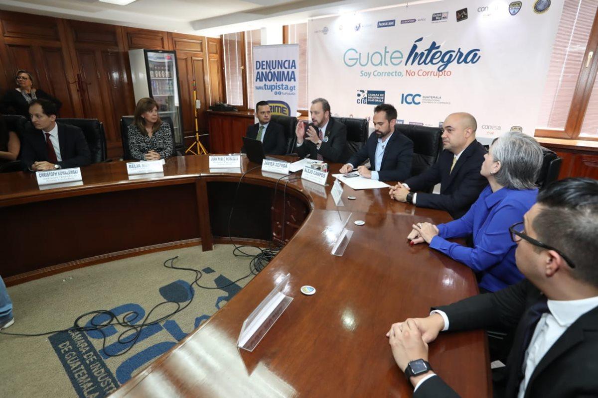 La organización GuateÍntegra anuncia que Crime Stoppers se adhiere al movimiento, para fortalecer planes de seguridad ciudadana, combate a la corrupción y la delincuencia. (Foto Prensa Libre: Esbin García)