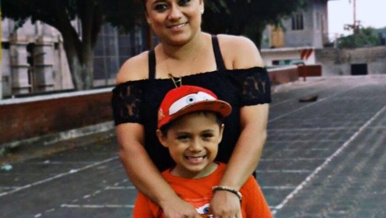 Después de más de dos meses separados, Lourdes de León podrá abrazar nuevamente a su hijo Leo, quien está esta en un albergue en Nueva York, Estados Unidos. (Foto Prensa Libre: Cortesía Lourdes de León)