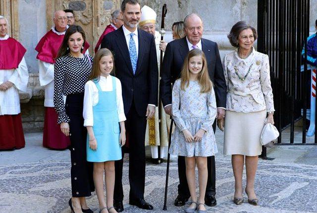 La familia real al salir de la misa de Pascua en Mallorca, España. (Foto Prensa Libre: EFE)