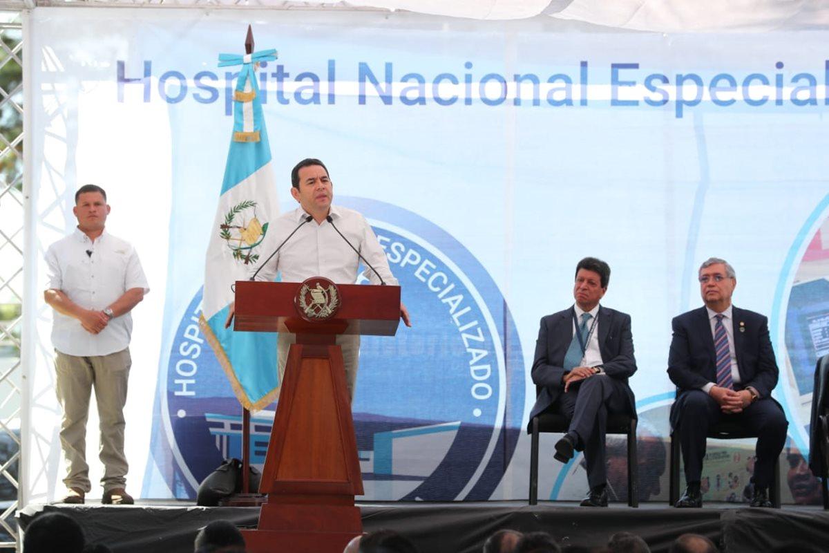 El presidente Jimmy Morales participó este jueves en la inauguración de un hospital especializado en Villa Nueva. (Foto Prensa Libre: Érick Ávila)