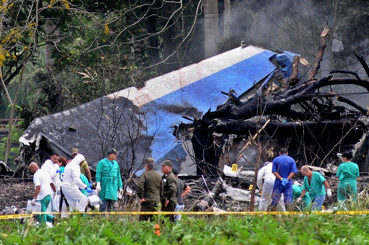 Familiares llegaron a La Habana para la identificación de las víctimas del accidente aéreo. (Foto Prensa Libre: EFE)