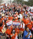 Activistas protestan contra Asociación Nacional del Rifle (NRA, en inglés), principal opositora a una regulación de armas en EE. UU., en Florida. (Foto Prensa Libre: AFP)