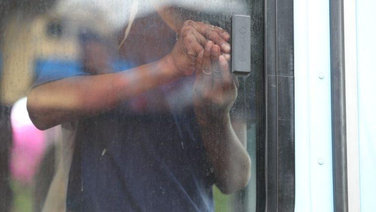 La asociación de vecinos de la colonia El Maestro, zona 15, exigen que la SBS cierre el anexo del Hogar Seguro y traslade a los menores a un lugar adecuado. (Foto Prensa Libre: E. Paredes)