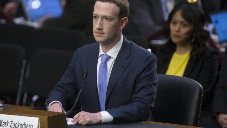 Mark Zuckerberg (c), testifica ante el Comité Senatorial de Comercio, Ciencia y Transporte y el Comité Judicial del Senado. (Foto Prensa Libre:EFE).