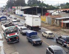 Después del mediodía el tránsito se volvió lento en Chimaltenango. (Foto Prensa Libre: Víctor Chamalé)