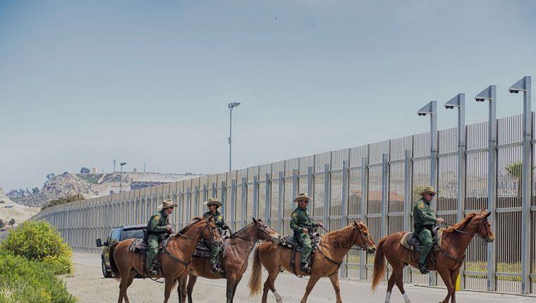 Trump insiste en construir el muro por el aumento de la migración. (Foto Prensa Libre: AFP)