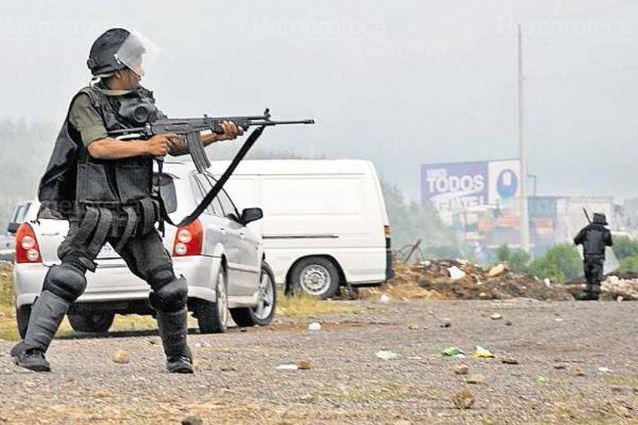 Pese a que las autoridades aseguraron en ese momento que las fuerzas de seguridad no utilizaron armas para desalojar a los manifestantes, esta fotografía los delató. (Foto Prensa Libre: Hemeroteca PL)