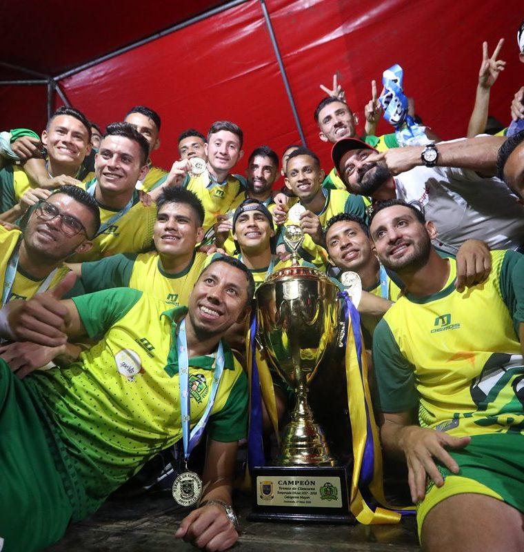 Guastatoya sigue celebrando el título alcanzado en la Liga Nacional. (Foto Prensa Libre: Francisco Sánchez)