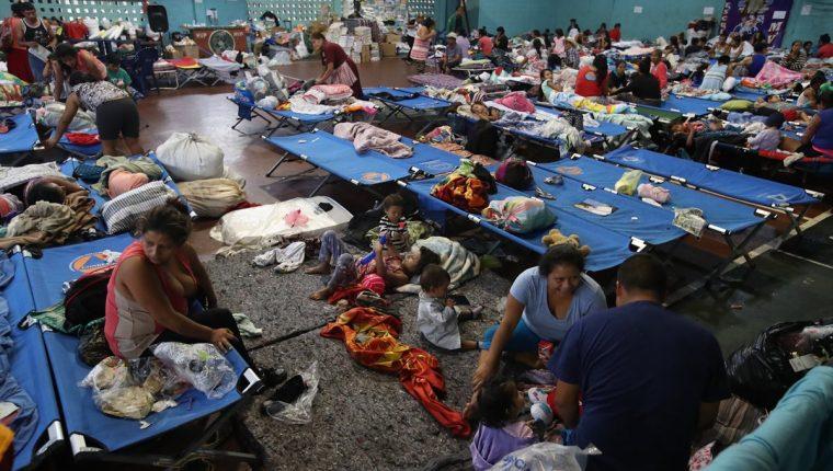 En la mayoría de los albergues en Escuintla necesitan medicina para las enfermedades respiratorias y digestivas. (Foto Prensa Libre: Hemeroteca)