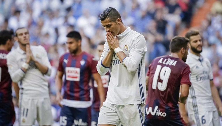 El Real Madrid cedió un empate 1-1 contra Eibar en el Santiago Bernabéu. (Foto Prensa Libre: EFE).