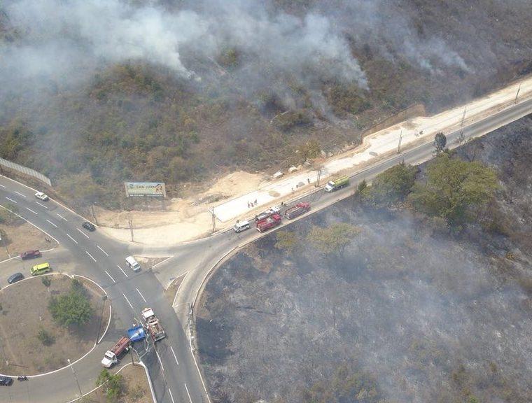 Varios terrenos fueron consumidos por las llamas. (Foto Prensa Libre: Conred)