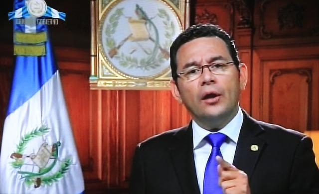 El mensaje de Jimmy Morales fue transmitido por el Canal de Gobierno. (Foto Prensa Libre: Esbin García)