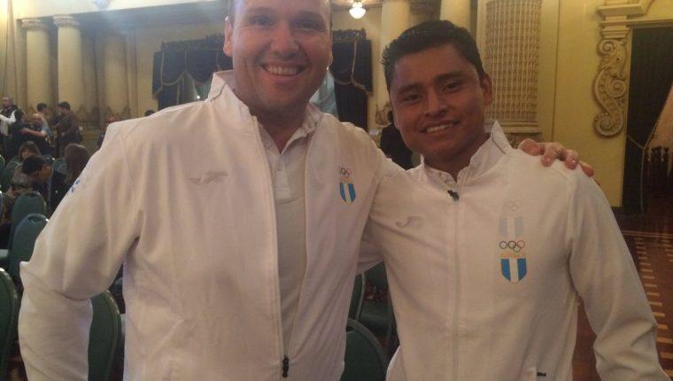 Érick Barrondo, captado junto al atleta de tiro Enrique Brol, también clasificado a Río 2016. (Foto Prensa Libre: (COG).