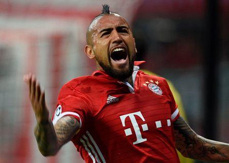 Arturo Vidal abrió la cuenta para el Bayern Múnich.