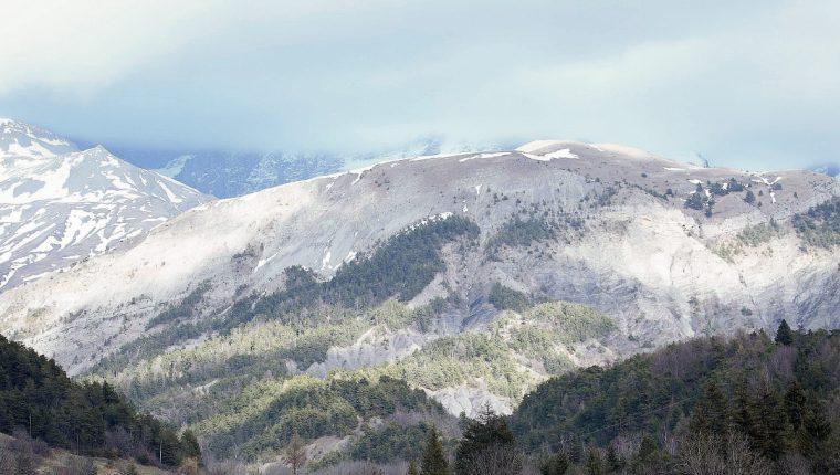 Varias personas resultaron atrapadas por una avalancha, en los Alpes franceses. (Foto Prensa Libre:AFP)